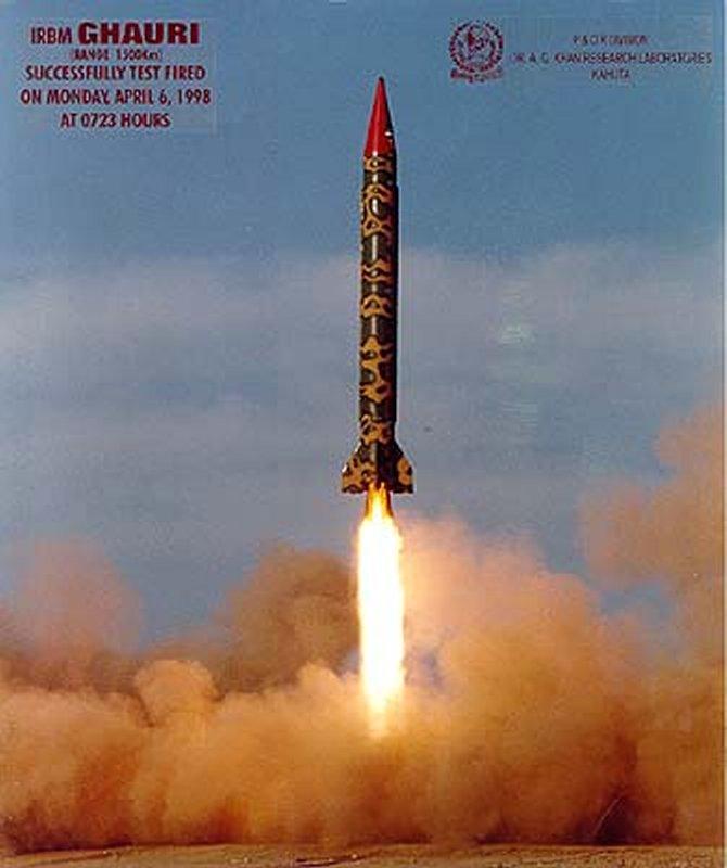 """نجاح تجربة صاروخ """"حتف – 5"""" المتوسط المدى في باكستان Ghauri1"""