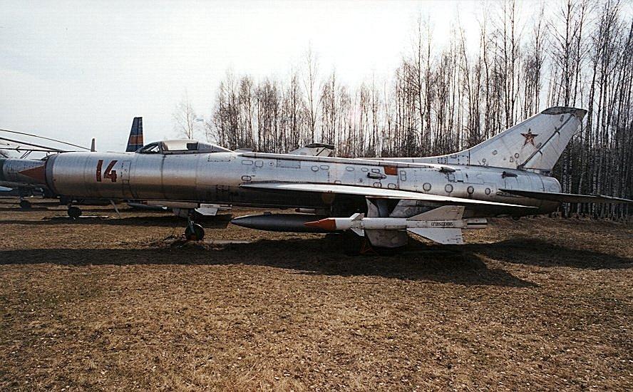 موسوعة الطائرات الروسية Ru_monino_aircraft_su11_01