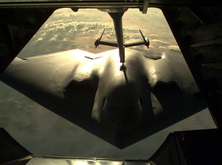 المقنبلة الاستراتيجية B-2 Spirit B-2-981203b2