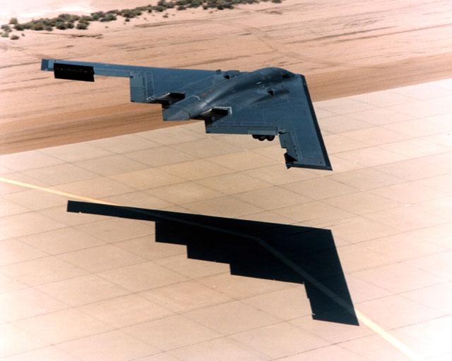 المقنبلة الاستراتيجية B-2 Spirit B-2_shadow