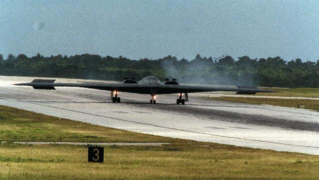 المقنبلة الاستراتيجية B-2 Spirit B2landng64