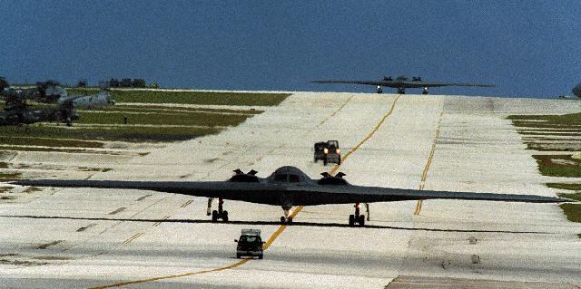 المقنبلة الاستراتيجية B-2 Spirit B2taxi