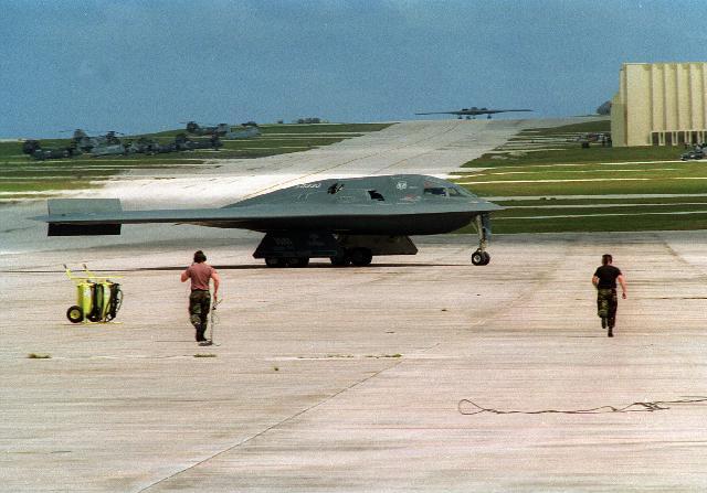 المقنبلة الاستراتيجية B-2 Spirit B2taxi3